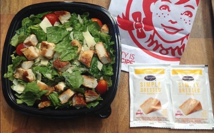 Salade César au poulet Wendy's à faible teneur en glucides