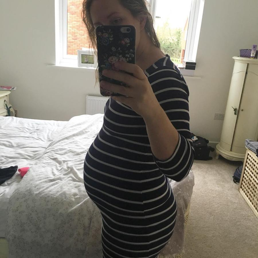 24 weeks-all bump and arse! Watch out Kim K! #pregnancy #pregnant #bumpshot #bumpie #bumpclub #ukmummy #selfie #mummy #mumtobe #pbloggers #mummybloggers