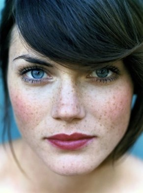 Black hair, blue eyes, freckles and a deep pink lip? She surely CAN pull it off!