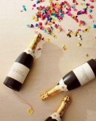 Invite friends to uncork Champagne-confetti cannons and shower the air with paper! Happiness in a bottle!