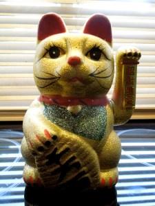 Image of waving Chinese cat