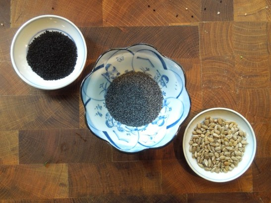 Image of toppings: onion seeds, poppy seeds and sunflower seeds