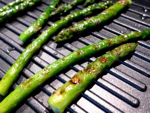 Image of asparagus of the griddle