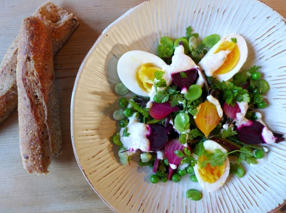 Baby beet salad with bread