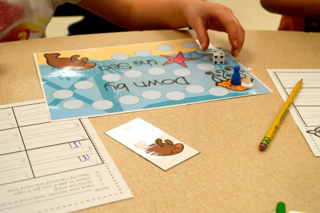 Free sight word interventions are here! Kindergarten activities and ideas to help build sight word fluency!