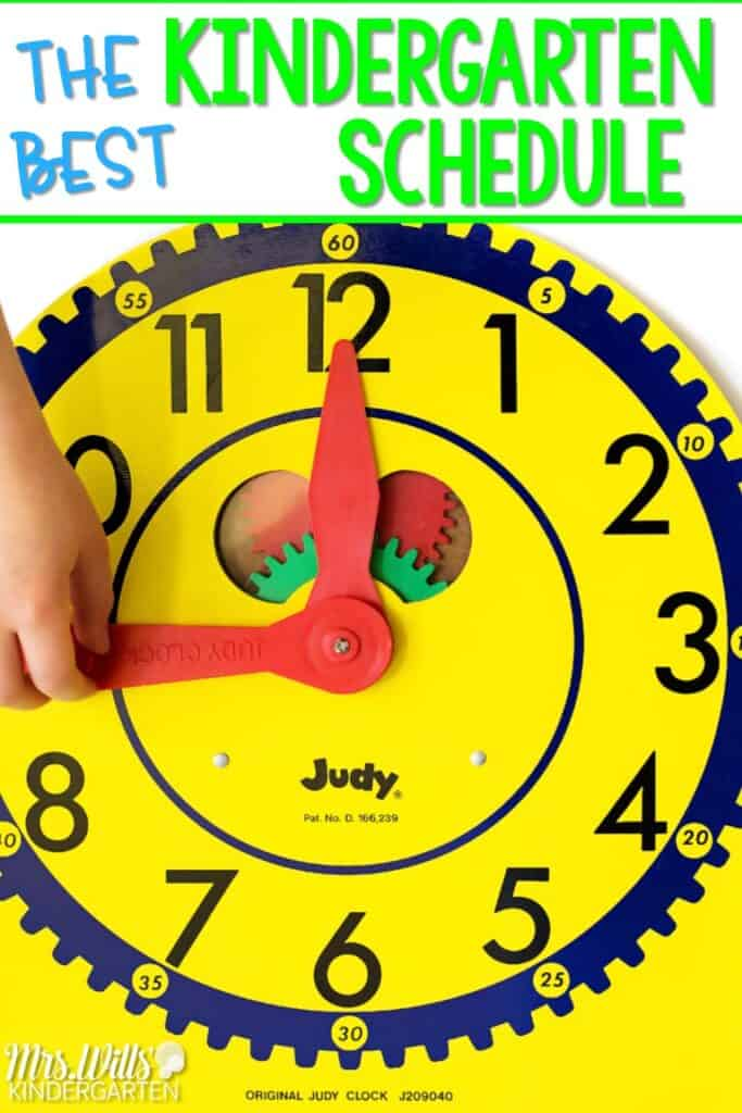 Kindergarten schedule! The BEST kindergarten schedule to help you fit it all in! Academic and developmentally appropriate kindergarten activities that will keep your students engaged and learning! #kindergartenschedule