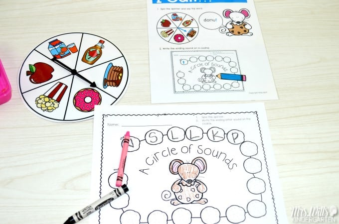 If you give a mouse... classroom activities! Laura Numeroff books are fun student favorites. Math centers and literacy centers your kindergarten class with be excited about. Patterns, addition, skip counting, time, word families, sight words, vowels, and MORE! Check it out!