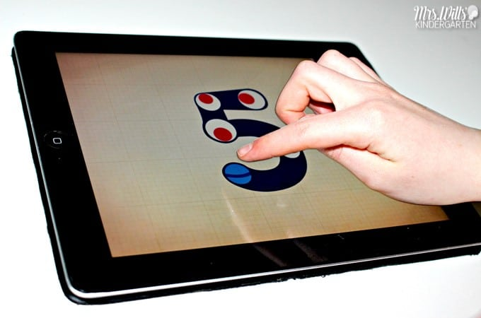 Kindergarten math apps to boost math skills for students. Check out some of the free math apps included. These make great kindergarten math center activities too!