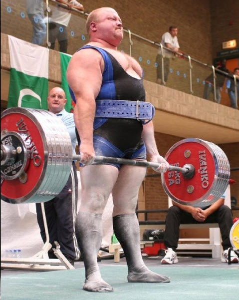 IPF World Champion Dean Bowring perfomring a deadlift