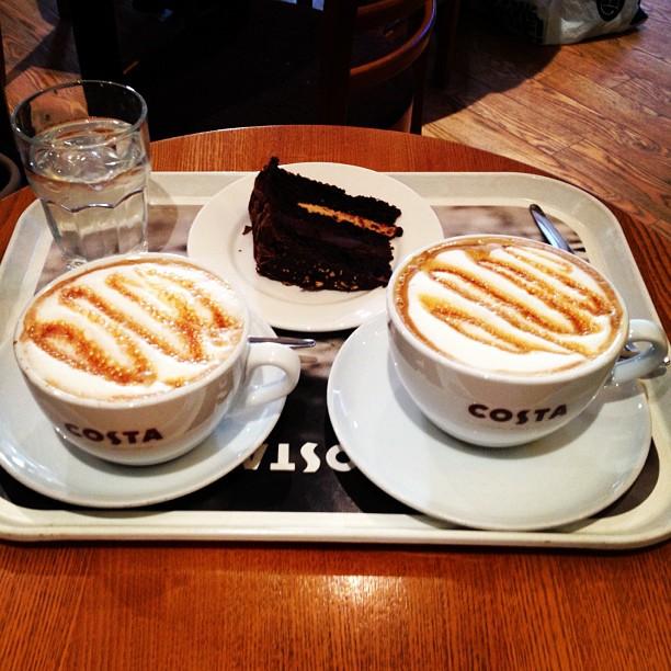 20121008 A Costa Caffee Caramella break