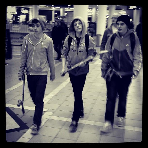 20120205 Skateboard boys