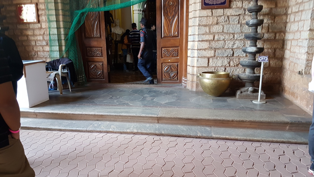 Steps at the entrance of Bangalore Palace.jpeg