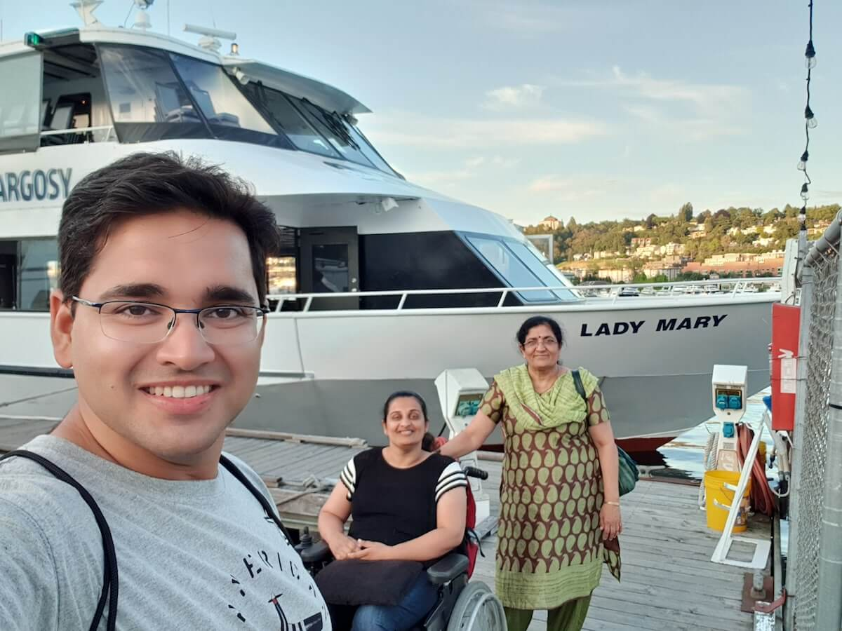 All photographs in this post were taken by my cousin Sarvesh, including this selfie outside the Argosy boat.