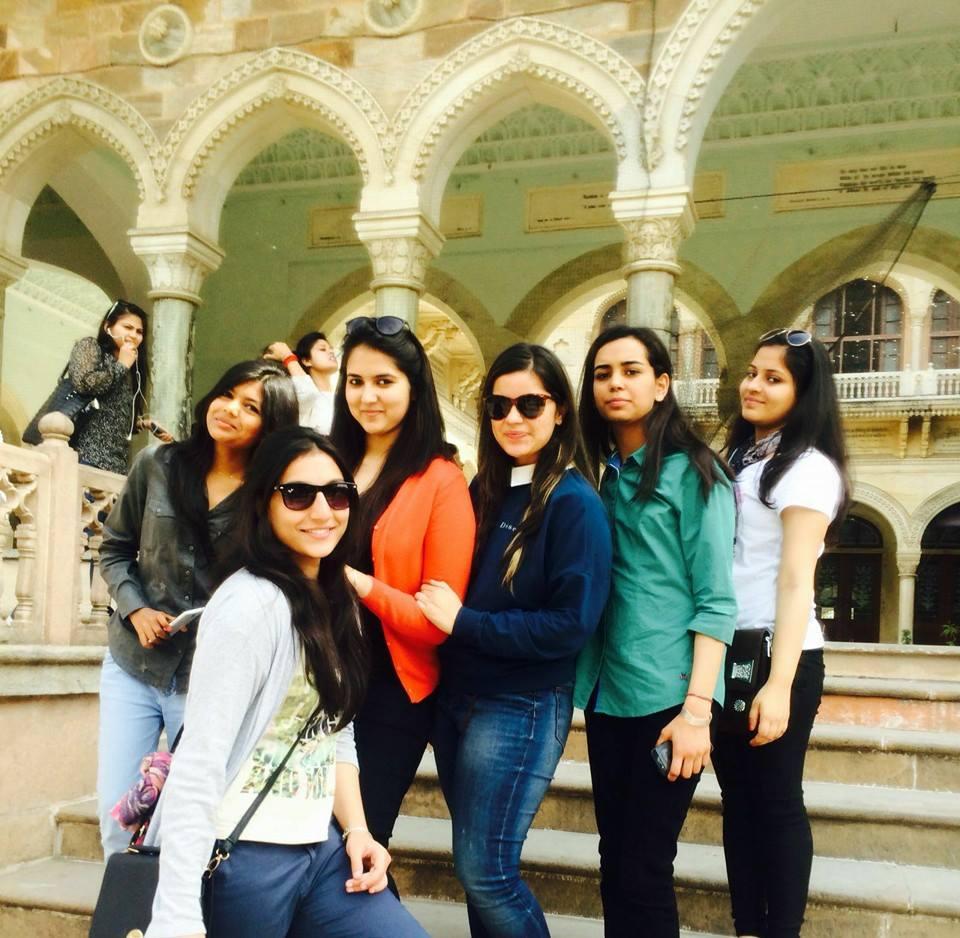 Nivran with friends