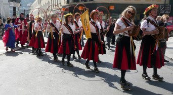 St George's Day, Bath 2010 - processing with the Widcombe Mummers from SouthGate