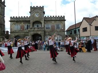 Goldhill Fair, Shaftesbury 2010 - chorus for Oldbury Naite outside the Town Hall