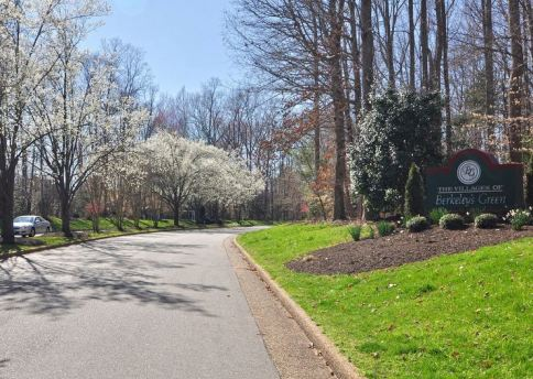 entrance road to berkeleys green