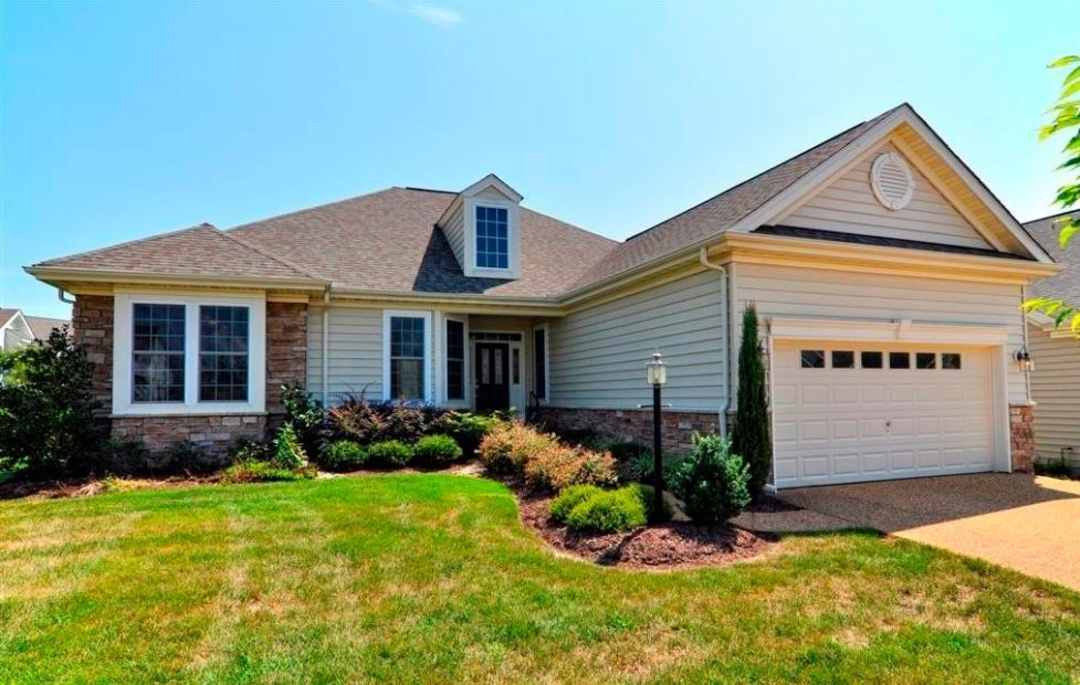 golf course home in colonial heritage