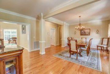 03-1 dining room from front door