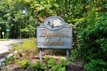 queens lake sign