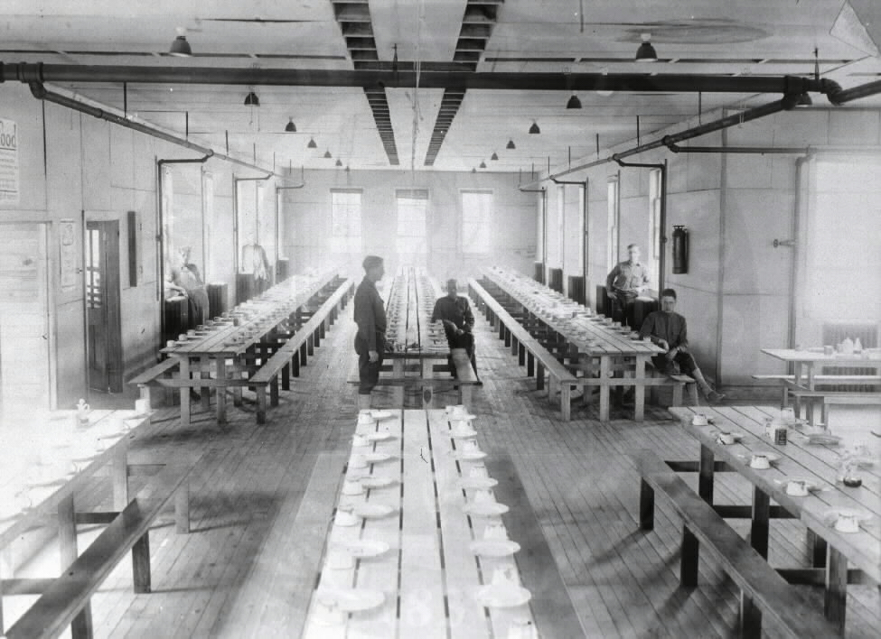 U.S. Army Base Hospital, Camp Meade, Maryland. : Mess hall. A08884. Images from the History of Medicine Collection. National Library of Medicine