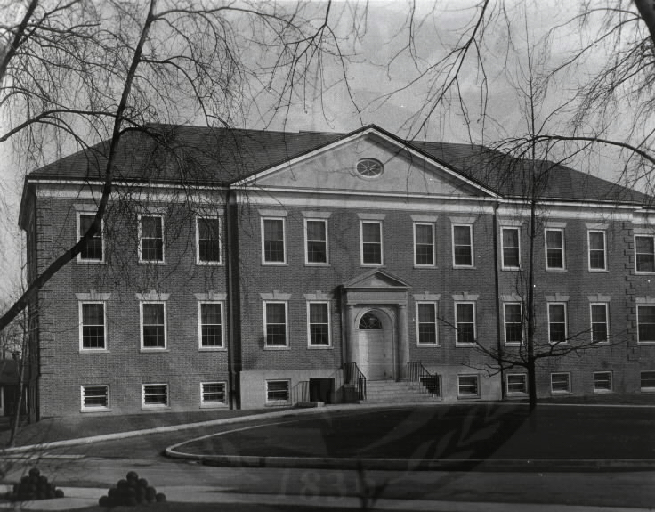 U.S. Army Hospital, Fort Howard, Maryland. : Front view of main building. A08904. Images from the History of Medicine Collection. National Library of Medicine