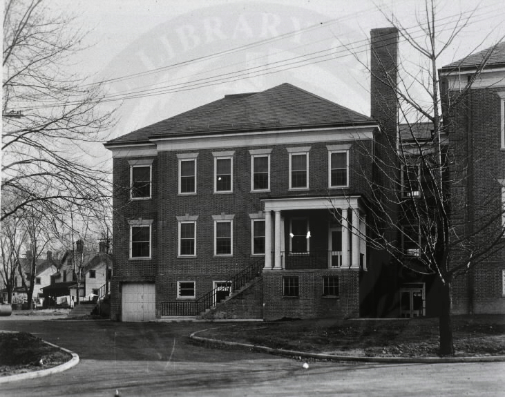 U.S. Army Hospital, Fort Howard, Maryland. : Side view of main building. A08906. Images from the History of Medicine Collection. National Library of Medicine