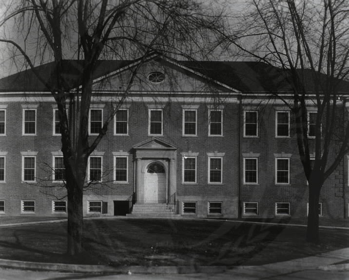 U.S. Army Hospital, Fort Howard, Maryland. : Front view of main building. A08909. Images from the History of Medicine Collection. National Library of Medicine