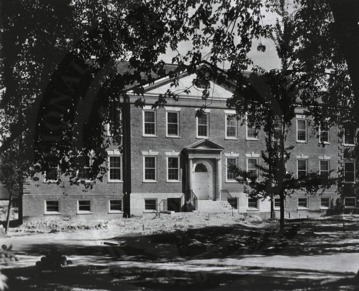 U.S. Army Hospital, Fort Howard, Maryland. : Front view of main building. A08911. Images from the History of Medicine Collection. National Library of Medicine