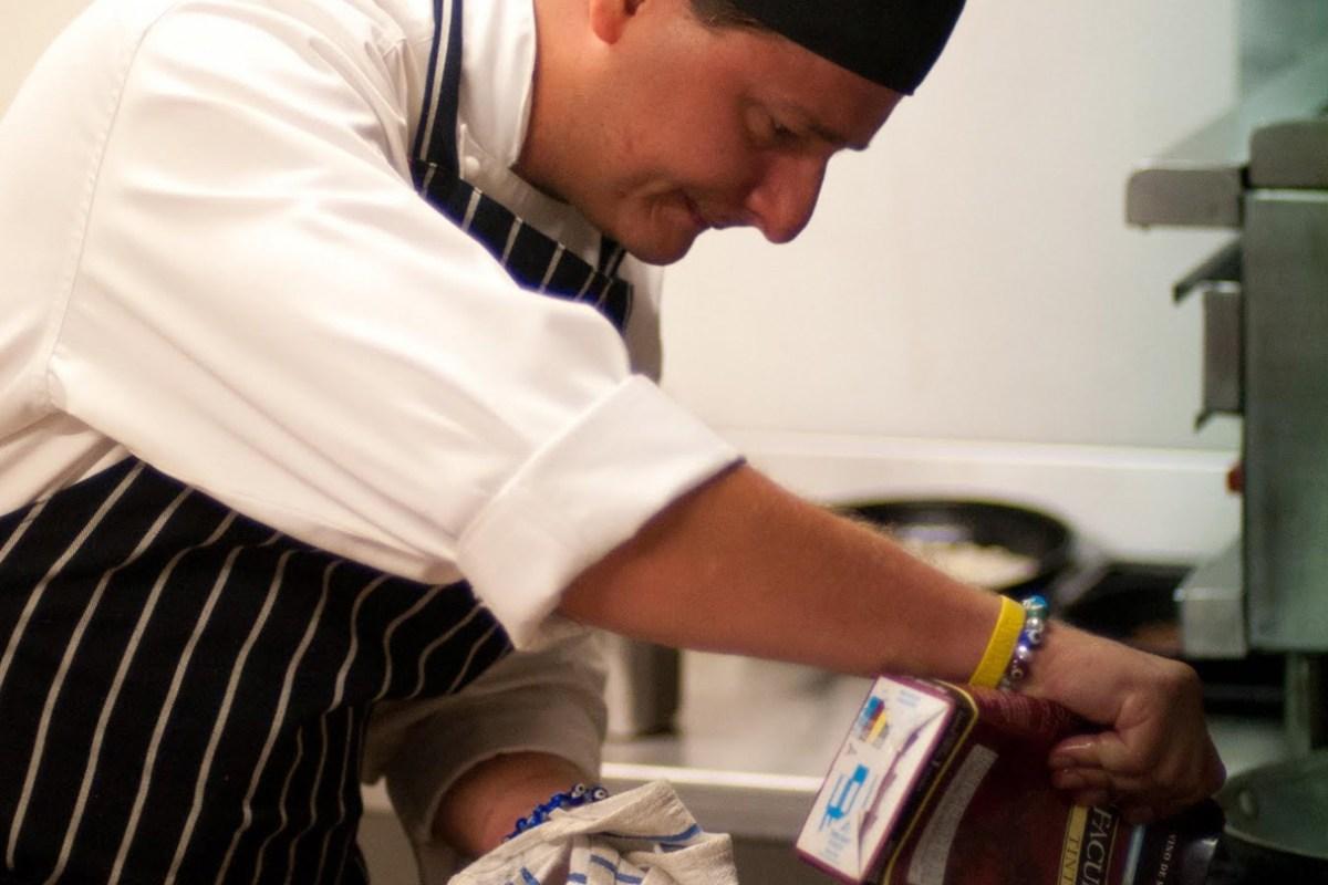 Cocinando en el Restaurante La Galite Gourmet mediterraneen