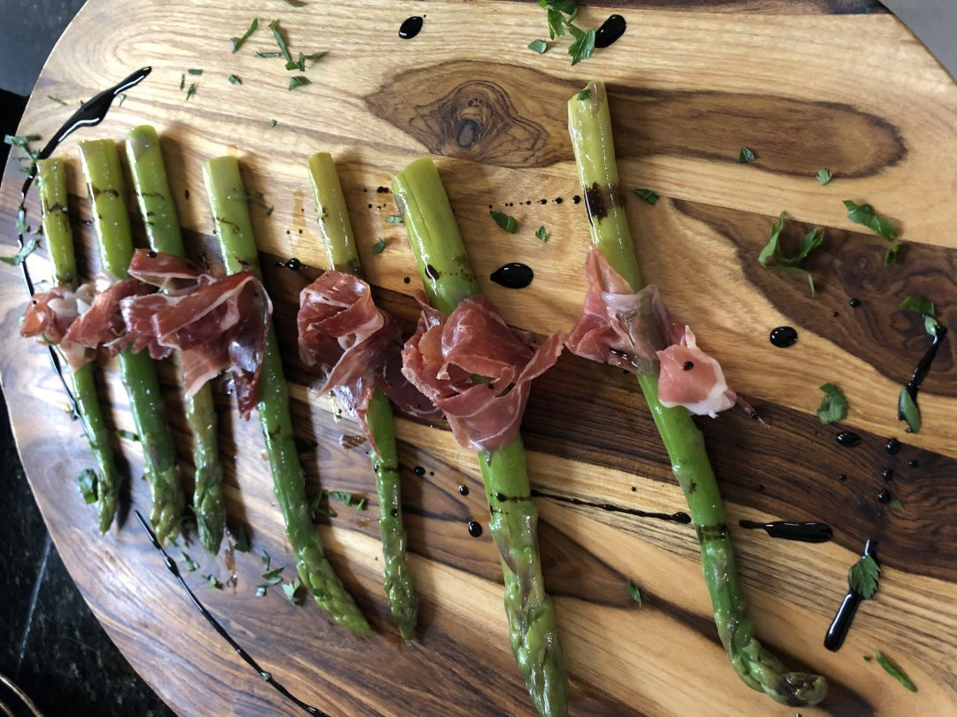Sauteed asparagus with prosciutto & balsamic vinegar reduction