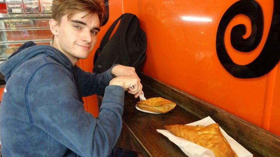 Jack in Piemaker in Edinburgh with Vegan and Meat Pastys