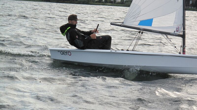 Unser Segellehrer zeigt, wie man es macht…