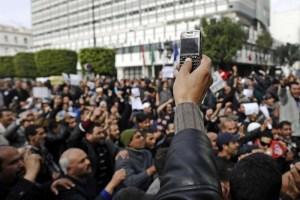 """""""ربيع عربي"""" أم أدوات إعلامية صنعت الاحتجاجات"""