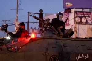 """الجيش التونسي ينتشر في عدة محافظات بعد """"أعمال شغب"""""""