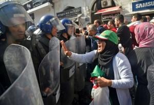 صراع غير معلن على عباءة مرشح السلطة للرئاسة في الجزائر