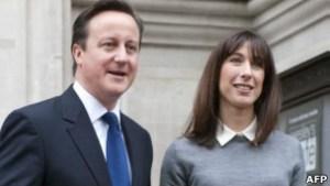 # رئيس الوزراء البريطاني ينسى طفلته في حانة