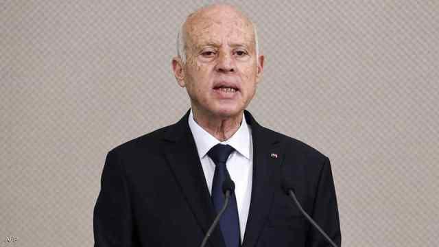 أصدر الرئيس التونسي قيس سعيّد الأربعاء أمرا رئاسيا يتعلق بتدابير استثنائية