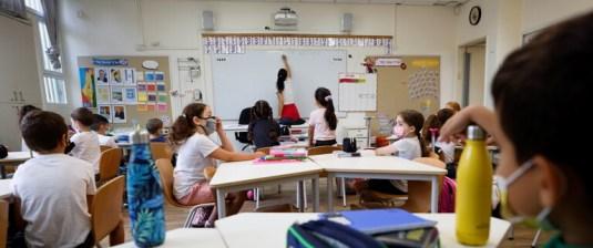 حرمان أي معلم لم يتلق لقاح كورونا من راتبه في إسرائيل