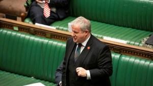 اتهام الحكومة البريطانية باستخدام أموال مكافحة كورونا في الحملات السياسية
