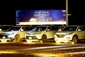 مهرجان الفيلم السوداني – الأوروبي يستقبل الجمهور في سياراتهم