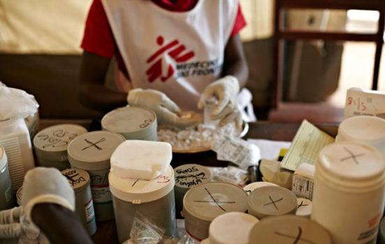 Millioner af mennesker dør hvert år, fordi de ikke har adgang til den medicin de har brug for. Foto: © Zen Lefort