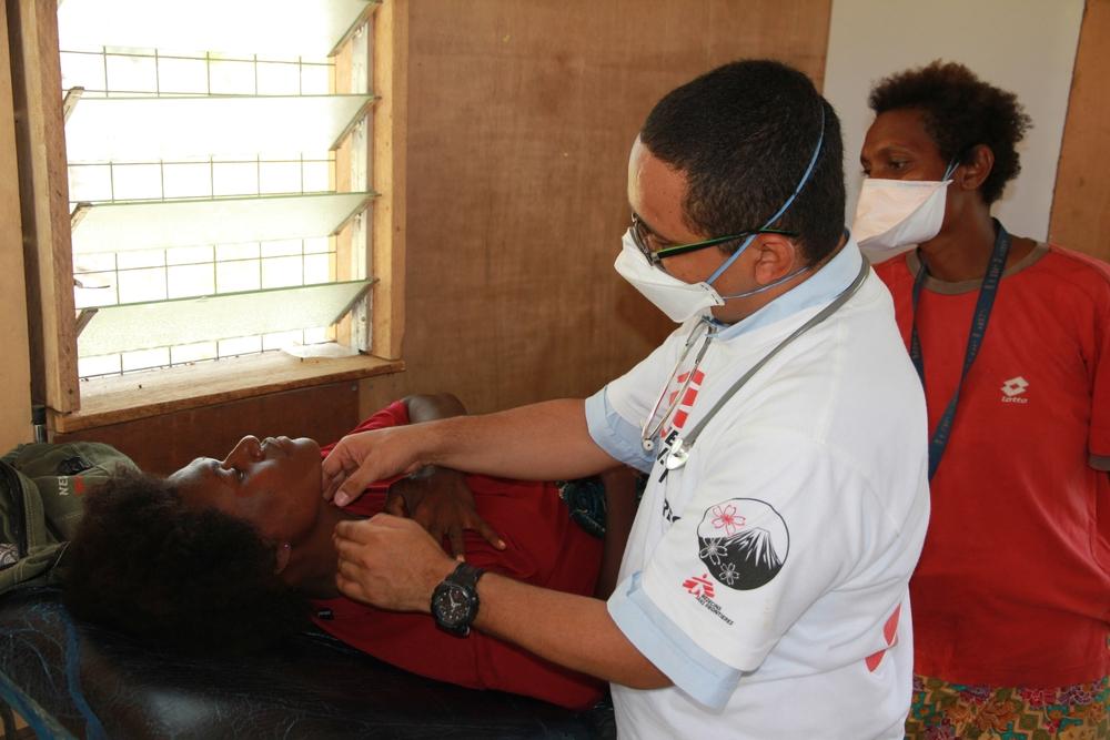 Vi hjælper med at teste og behandle patienter, der lider af tuberkulose i Papua Ny Guinea.