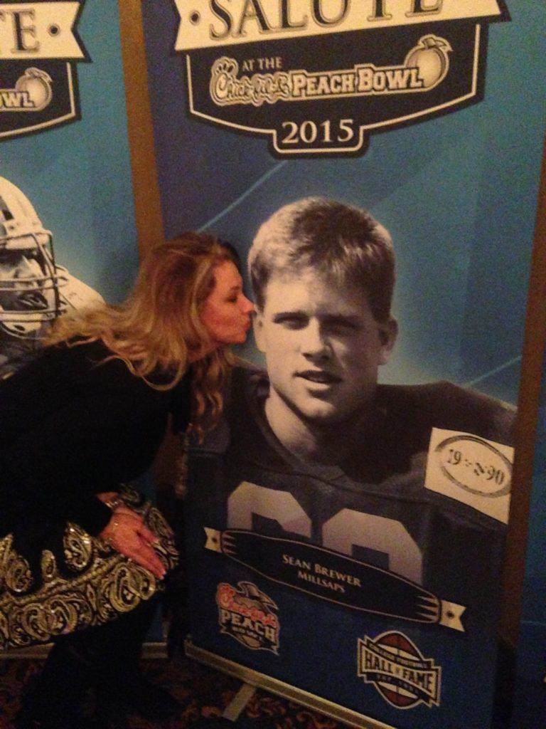 college-football-hall-of-fame-kiss