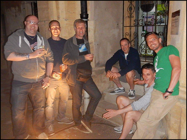 Last drinks in the Square before heading back to the hotel for a few more.......(Photo courtesy of Dave Gheesling)