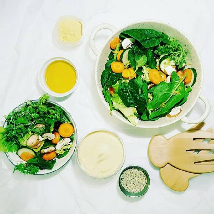 5 SUPER SIMPLE WAYS TO EAT MORE HEALTHY GREENS - Salad