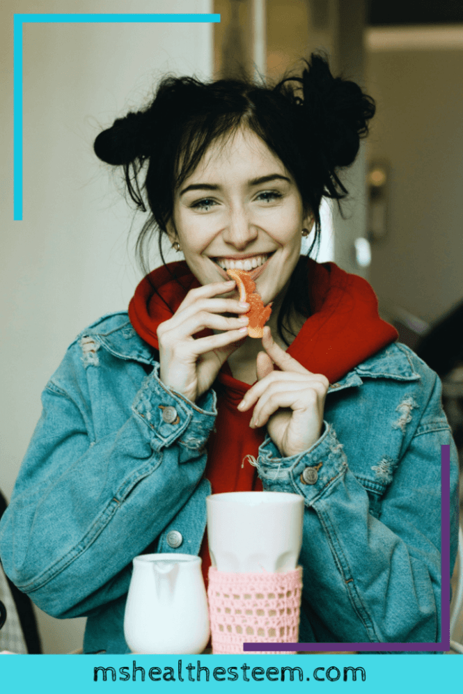 8 Simple Mindful Eating Tips to Help You Eat Better | Looking to make healthy eating a priority? Try these tips to curb overeating, reduce stress, stop emotional eating in it's tracks and even get more nutrients from your meal. Total win! Click through for the goodness: