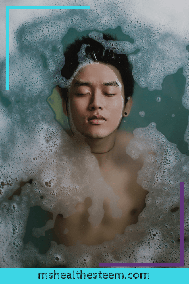 You'll Love These 8 Super Health Benefits of Baths | Hot baths have so much goodness to offer. We're talking some serious physical and mental health benefits. It's basically the ultimate self-care activity! Let's talk about why...