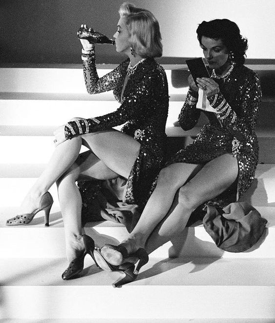 marilyn monroe drinking and in heels