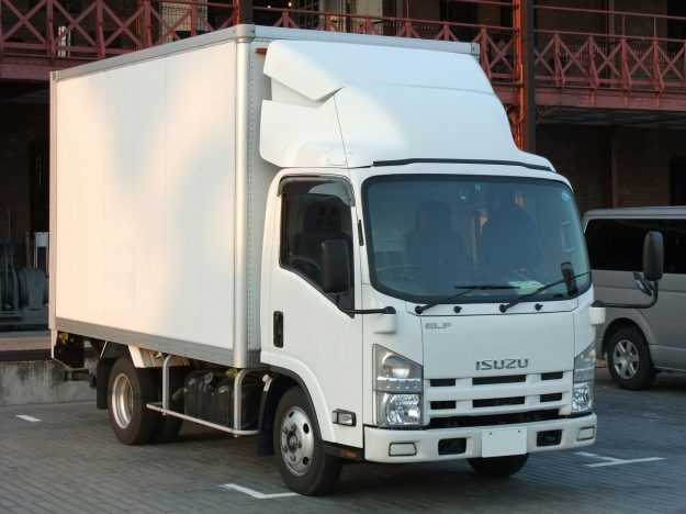 ISUZU_ELF,_6th_Gen,_Hi-cab_White_Box_truck